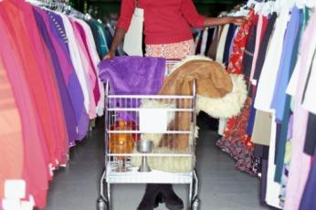 04-vintage-shopping.w529.h352